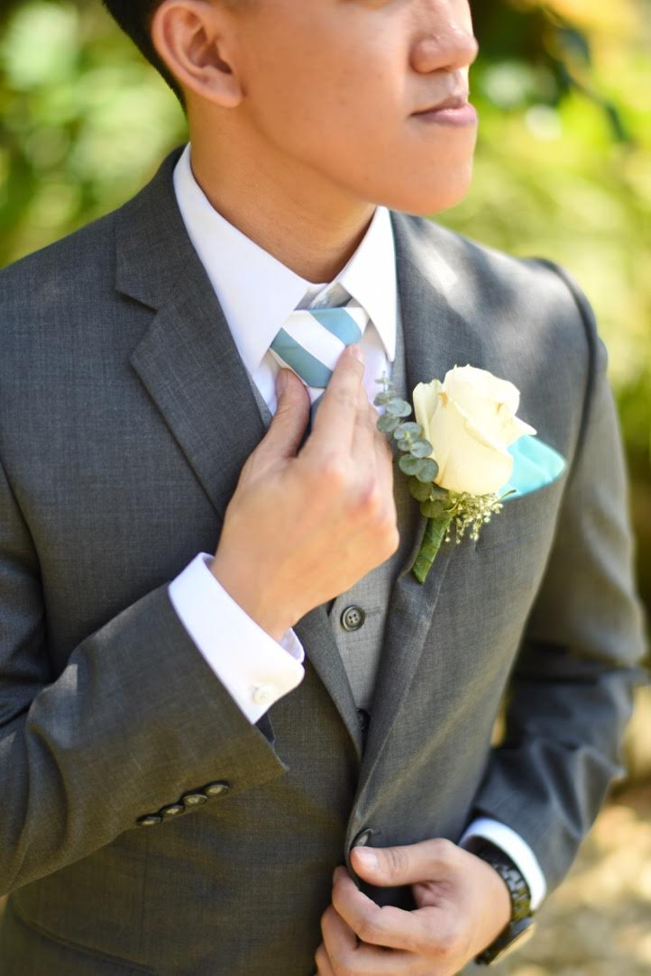 groom wedding boutonniere